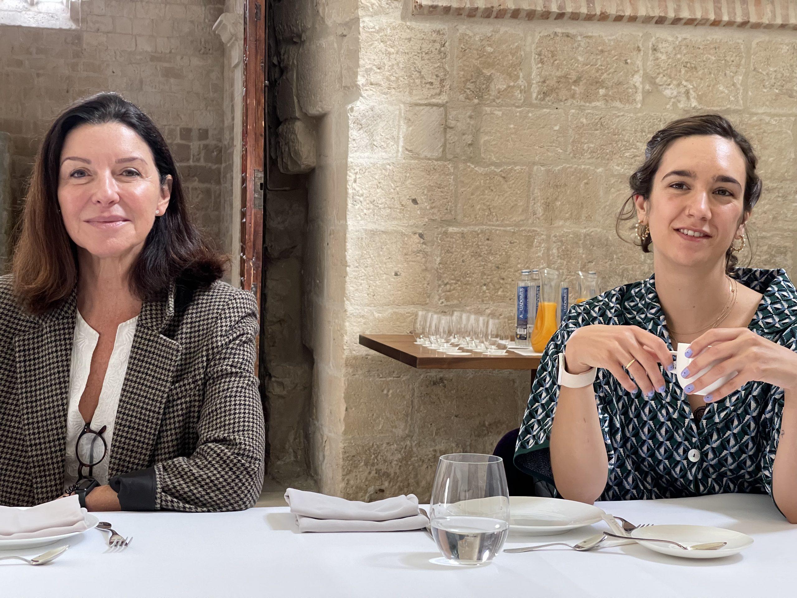 Alejandra Vallejo-Nájera y Cristina Barroso