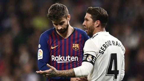 Sergio Ramos y Piqué durante un Clásico la pasada temporada. (AFP)