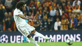 Marcelo dispara en el partido ante el Galatasaray. (AFP)