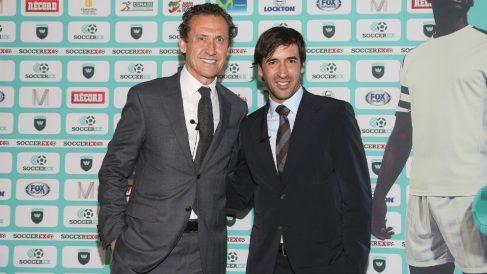 Valdano y Raúl, durante un evento. (AFP)
