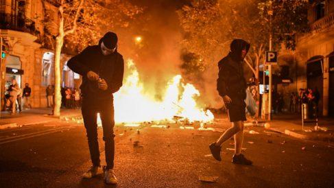 El vandalismo se adueño de las calles de Barcelona, uno de los condicionantes del aplazamiento del Clásico. (Getty)