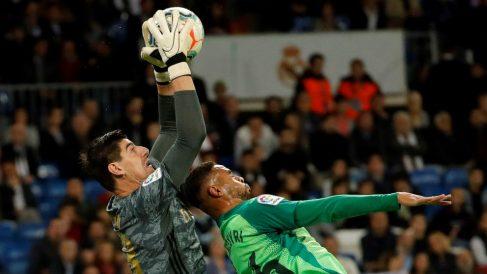 Courtois, durante un partido con el Real Madrid. (EFE)