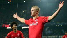 Haland celebra un gol con la elástica del Salzburgo. (AFP)