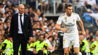 Zidane mira a Bale durante un partido. (AFP)