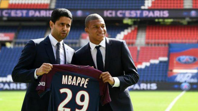 Al-Khelaifi y Mbappé, el día de su presentación.