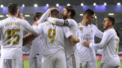 Los jugadores del Real Madrid celebran uno de los goles ante el Eibar. (AFP)