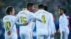 Fede Valverde celebra su gol dedicándoselo a su primer hijo ante la sorpresa de sus compañeros. (Getty)