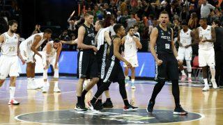 Los jugadores del Bilbao celebran el triunfo. (EFE)