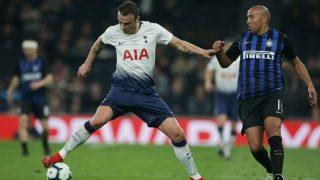 Berbatov criticó a Bale por su comportamiento. (AFP)