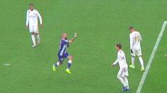Aleix Vidal hace un corte de mangas tras el 1-1.