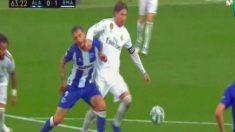 Sergio Ramos golpea a Joselu.
