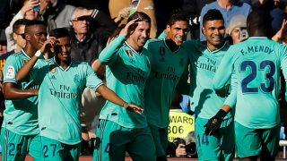 Los jugadores del Real Madrid celebran el gol de Varane al Espanyol. (EFE)