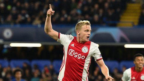 Van De Beek, tras marcar un gol durante la fase de grupos de la Champions League. (AFP)