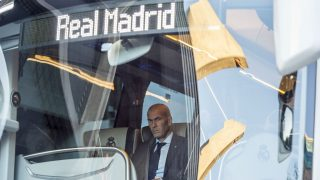 Zidane, en el autocar del Real Madrid. (Getty)