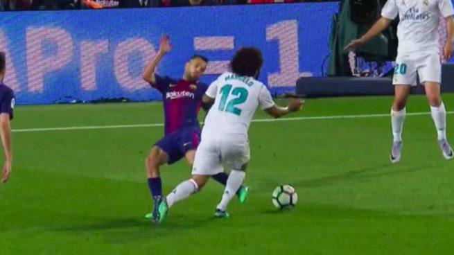 La acción entre Alba y Marcelo.