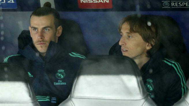 Modric y Bale, en el banquillo durante un encuentro (Getty).