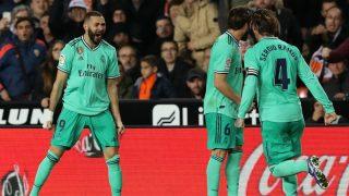 Benzema y Sergio Ramos celebran el empate en Mestalla (Getty).