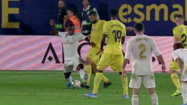 El penalti de Albiol a Vinicius.