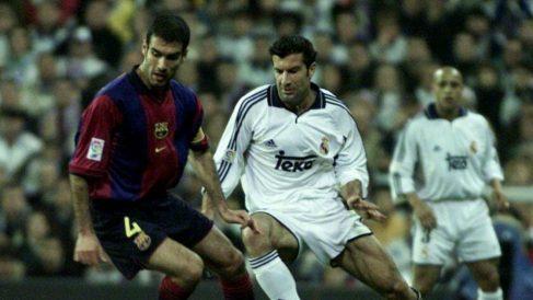 Guardiola y Figo, en un Clásico. (Getty)