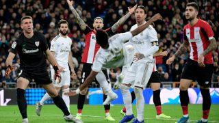 Rodrygo intenta una volea ante el Athletic de Bilbao. (AFP)