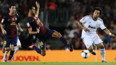 Busquets entra a Marcelo en un Clásico en el Camp Nou. (Getty)