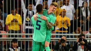 Kroos y Varane celebran el gol del alemán. (AFP)