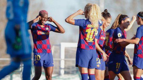 Las jugadoras del Barcelona celebran un gol al Tacón.