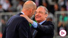 Florentino Pérez felicita a Zidane tras ganar la Supercopa de España. (AFP)