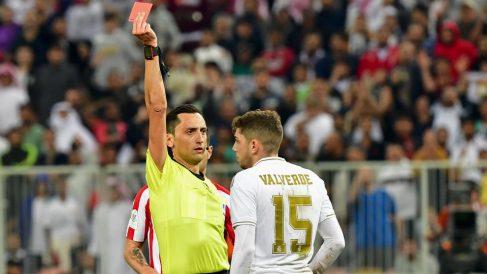 Fede Valverde vio la roja durante la final de la Supercopa de España ante el Atlético. (AFP)