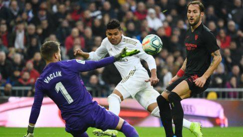 Casemiro anota el primer gol del Real Madrid ante el Sevilla.