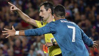 De Burgos Bengoetxea, durante un partido ante el Real Madrid. (AFP)