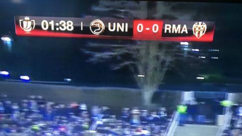 Cuatro se equivocó y puso el escudo del Levante en vez de el del Real Madrid.