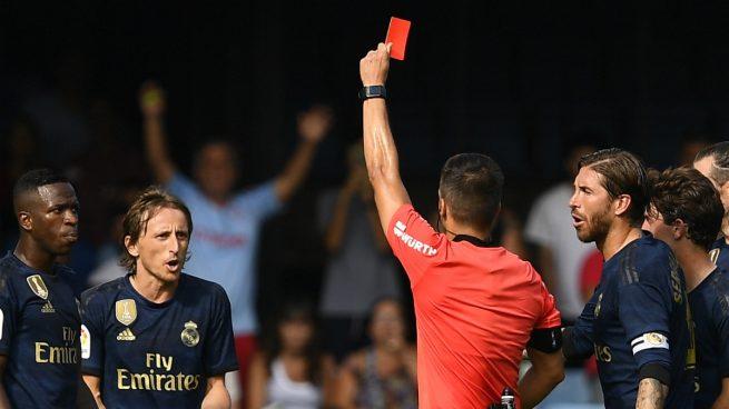 Modric, mostrándole la roja a Modric (Getty).