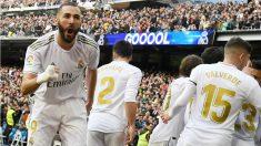 Benzema celebra su gol ante el Atlético en el derbi. (AFP)