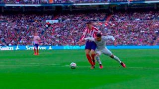 La polémica acción en la que Casemiro derriba a Morata y que se saldó sin penalti durante el Real Madrid-Atlético.