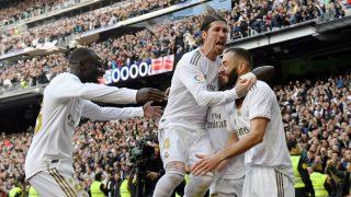Sergio Ramos celebra con Benzema un gol. (AFP)