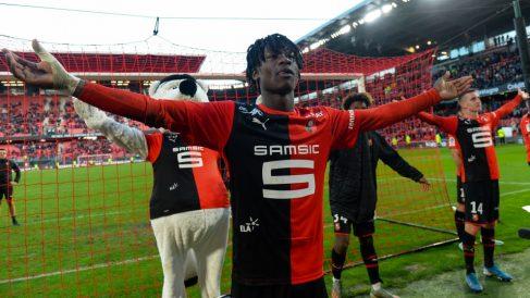 Eduardo Camavinga celebra una victoria con el Rennes. (AFP)