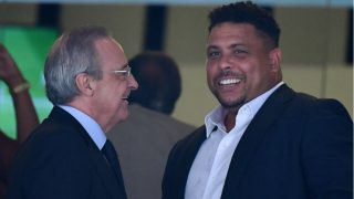Florentino Pérez y Ronaldo Nazario. (AFP)