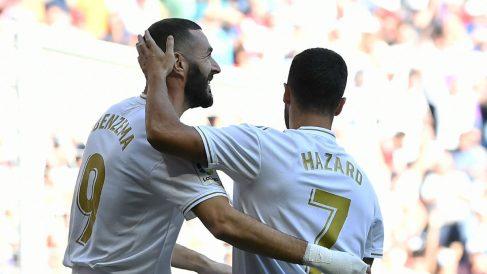 Benzema y Hazard celebran un gol (AFP).