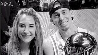 Jaycee Carroll y su mujer celebran la Copa del Rey de baloncesto.
