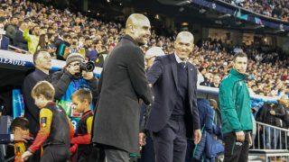 Guardiola y Zidane se saludan antes del Real Madrid – Manchester City (Foto: Enrique Falcón)