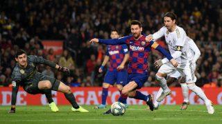 Courtois, Messi y Ramos durante una acción en el Clásico de la primera vuelta (Getty).