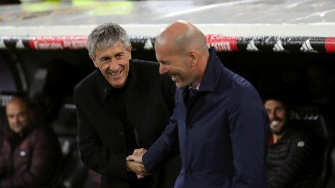 Zidane y Setién se saludan antes del Clásico (EFE).