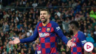 Piqué, durante el Real Madrid – Barcelona. (Enrique Falcón)
