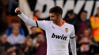 Ferrán Torres, durante un encuentro del Valencia (AFP).