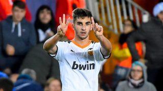 Ferran Torres celebra un gol con el Valencia esta temporada. (AFP)