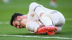 Carvajal se duele durante un partido. (AFP)
