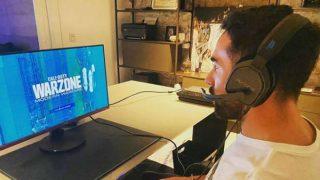 Dani Carvajal, jugando al Call of Duty durante la cuarentena (Instagram).