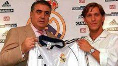 Michel Salgado y Lorenzo Sanz posan durante la presentación del gallego con el Real Madrid. (Instagram)