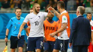 Karim Benzema y Olivier Giroud celebran un gol en el Mundial de 2014. (Getty)